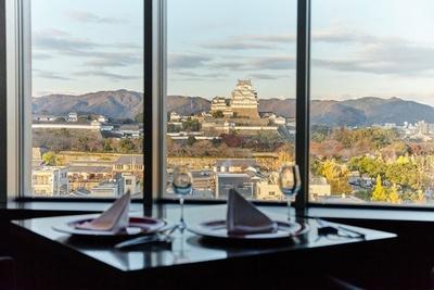 「姫路SORANIWA」は、姫路城を眺めながら美味しい料理を堪能できる