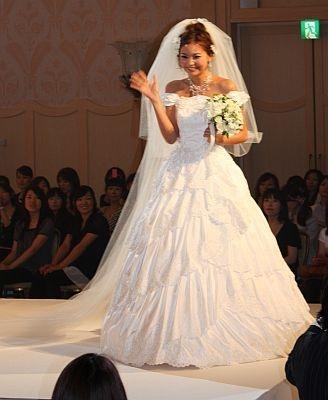 純白のTAKAMIウエディングドレス