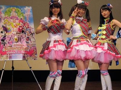 「映画プリパラ」の声優を務めた芹澤優・茜屋日海夏・久保田未夢(写真左から)