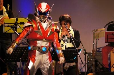 茨城のご当地ヒーロー、イバライガー(写真)とイバ・ガールもサプライズゲストで登場