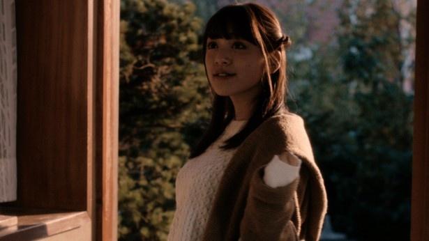 都丸紗也華は敬虔なクリスチャン家庭に育った女子高生を演じる