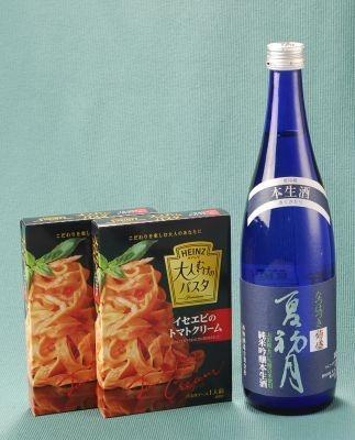 「イセエビのトマトクリーム」には、瑞々しい純米酒「夏初月」 【ほかセット画像】