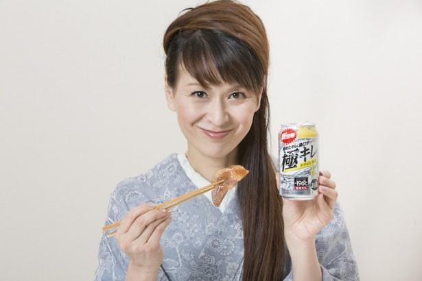 「豚料理には柑橘系のレモンが合います!」と語る里井真由美