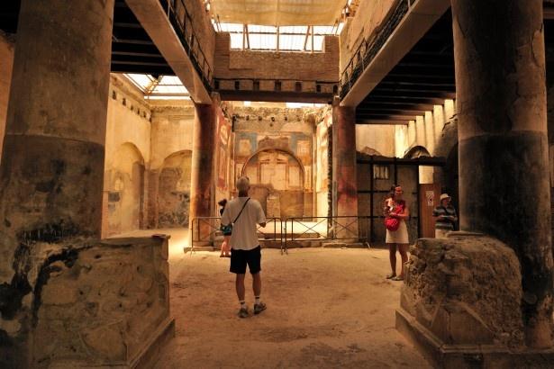 ポンペイと同時に壊滅した町の一つエルコラーノ遺跡の内部(写真は現地のもの)