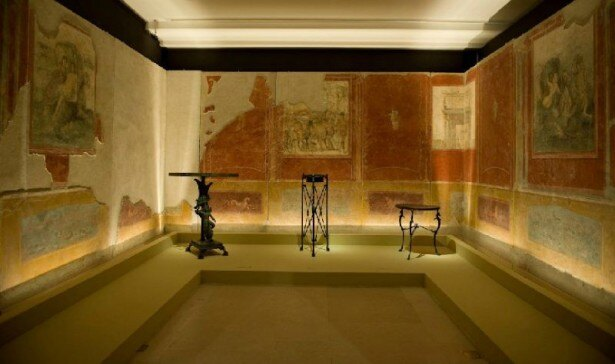 壁画を一連の空間装飾として再現した、カルミアーノの農園別荘