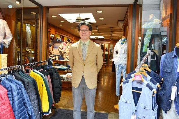 「空き店舗が少なく、活気があるのがこの商店街の魅力」と語る、商店街の副理事長で、自身でも紳士服店「メンズショップ カワムラ」を経営する河村正明さん(「阿佐谷パールセンター」)