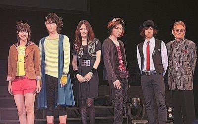 左から山本ひかるさん、菅田将暉さん、上木彩矢さん、TAKUYAさん、桐山漣さん、寺田農さん