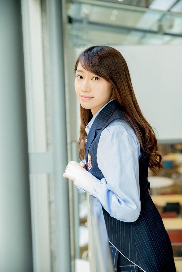 制服姿の若月佑美さん