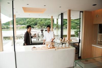 「% ARABICA 京都 嵐山」香港に本店があるコーヒーショップの日本2号店