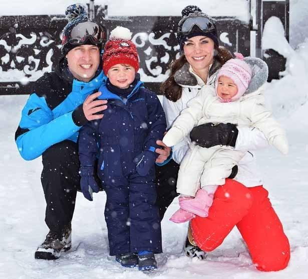 先日、一家でスキー旅行に出かけたジョージ王子