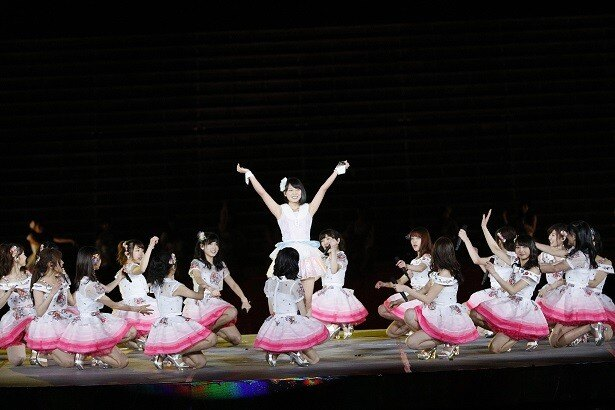 「フライングゲット」では、チーム8の山田菜々美(兵庫県)がセンターに大抜擢!