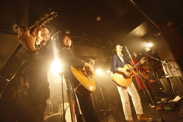 新曲の「青のララバイ」が6月1日(水)にリリースされることが決定した