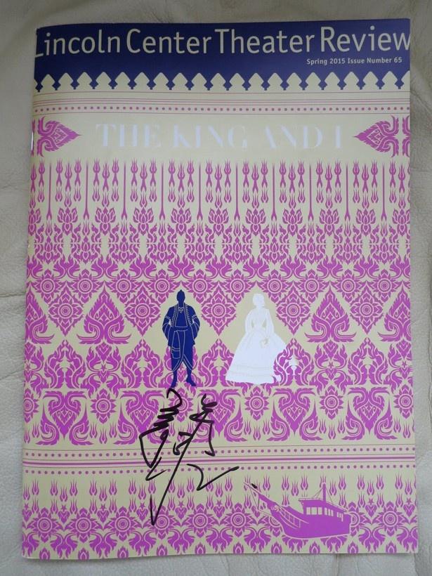 1ドルの寄付で購入できる『王様と私の』のパンフサインも!