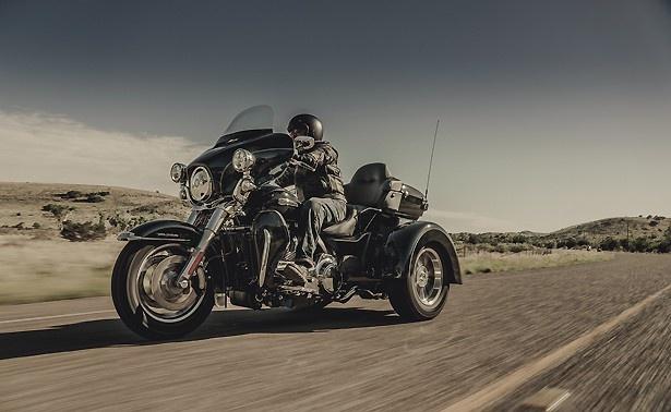 【写真を見る】普通自動車MT免許で運転できる三輪車両 「トライグライド ウルトラ」も展示