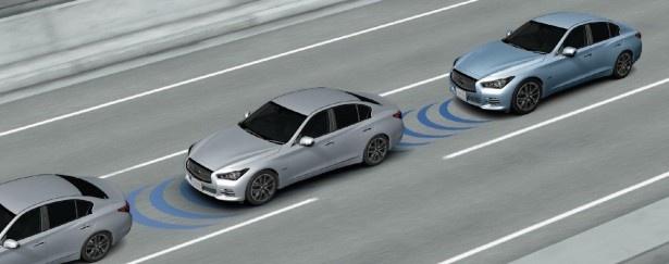 """【写真を見る】2台前を走る車両の状況を検知してドライバーに注意を促す""""PFCW(前方衝突予測警告)"""""""