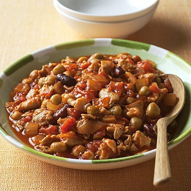 大豆はどんな料理とも相性がよく使いやすい点でも人気の食品!「スパイシーポークビーンズ」