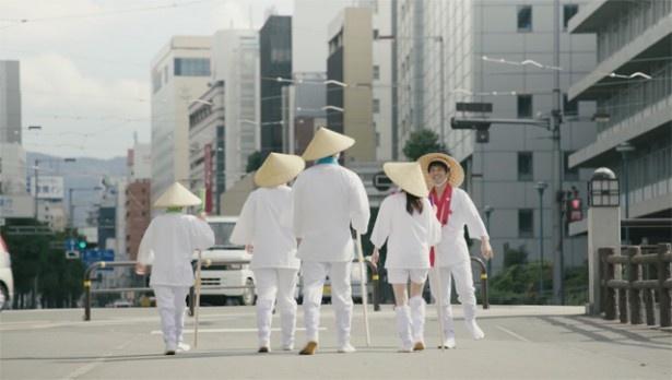 松山市にある「ママハウス」へ向かう一同