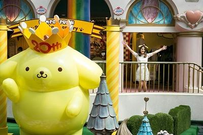 """3階から見上げれば、巨大なポムポムプリンが!2015年の""""キャラクター王""""の生誕をみんなでお祝いしよう"""