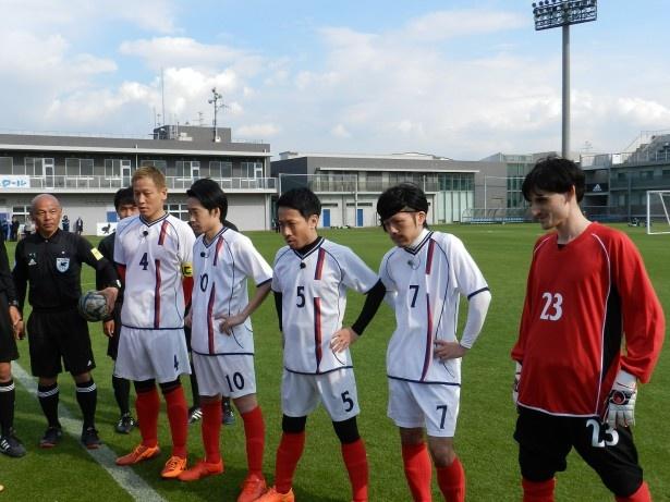 【写真を見る】本田圭佑に…香川真司? 超豪華海外組メンバーがグラウンドに日本集結!?