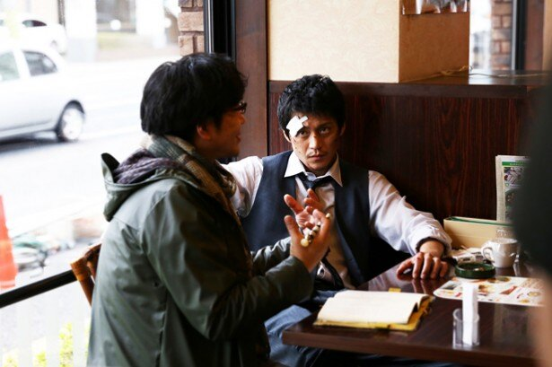 じっくり話し込む、大友啓史監督と主演の小栗旬