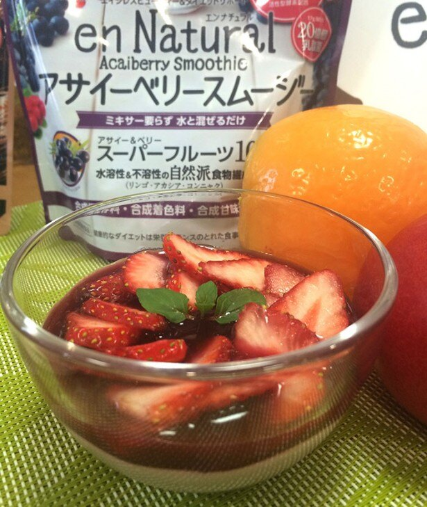 アサイーベリースムージーを使ったイチゴのムースは、おもてなし時にも活躍!