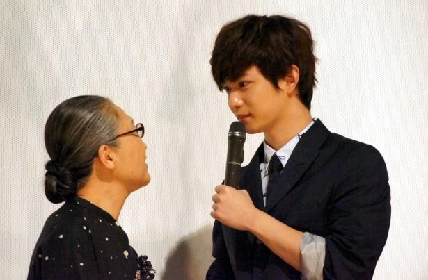 千葉は、母を演じたもたいの感想を聞かれ「一緒に演じて楽しかった」と語る