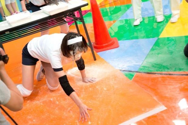 「障害物競争」では、副キャップの川上奈々美が奮闘