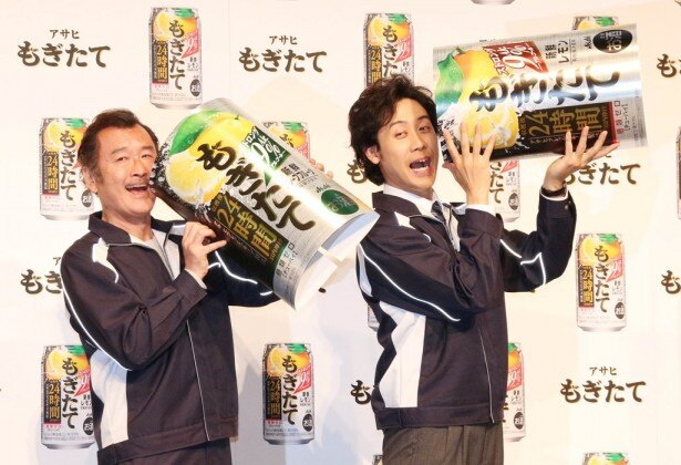 初共演とは思えない、息のピッタリ合ったトークを展開した吉田(左)と大泉(右)