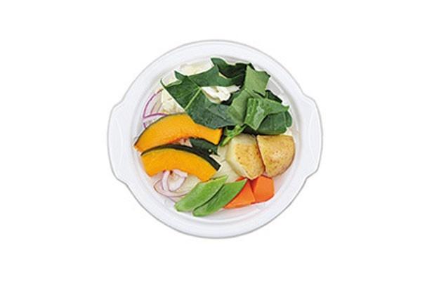 「温野菜サラダ(バジルマヨソース付)」(299円)。野菜の甘味にバジルマヨソースがマッチ!