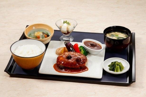 「上州豚×豚ハンバーグ御膳」(1380円)は、上州麦豚のハンバーグと南魚沼産コシヒカリが絶妙にマッチ