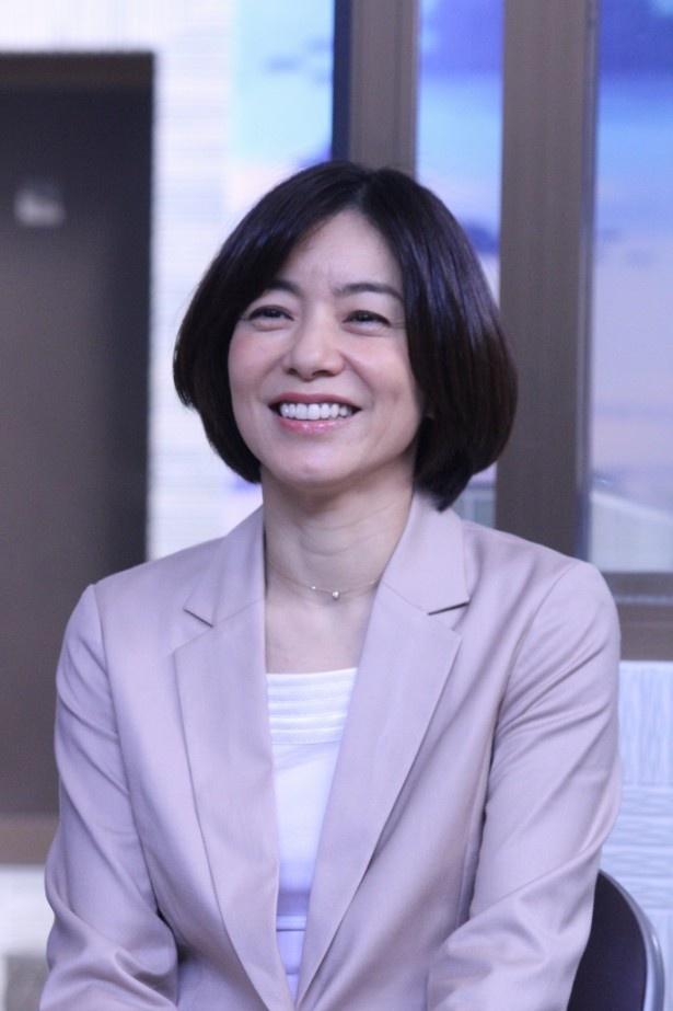 厳しい上司を演じる八木亜希子も会見では終始笑顔