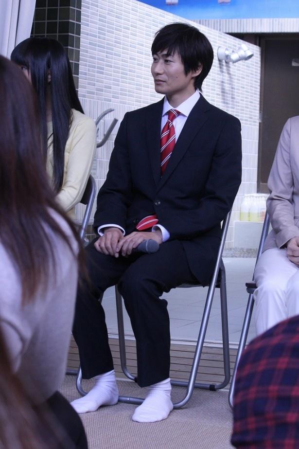 内海(戸次)のトレードマークは赤いネクタイと白い靴下