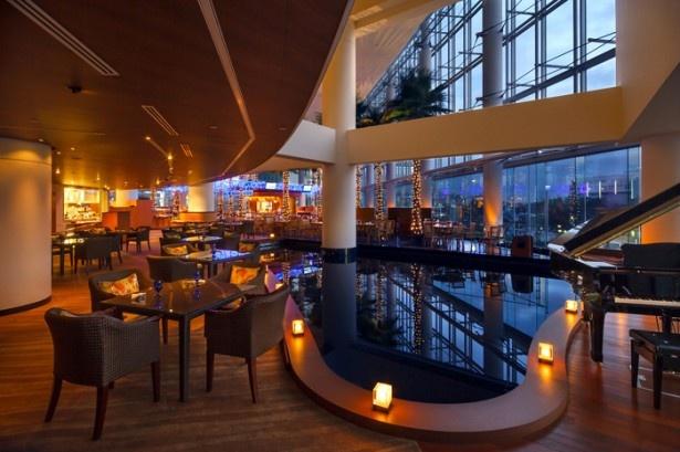 横浜ベイホテル東急2階の「カフェトスカ」。くまモンは4月6日(水)18:15、20:00の2回登場