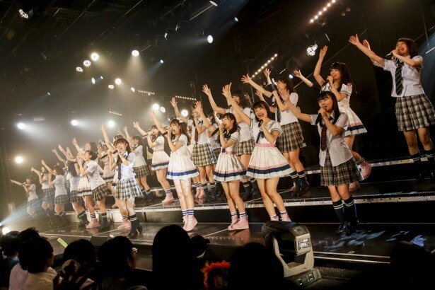 全メンバー44名が出演した「HKT48劇場移転記念特別公演」より