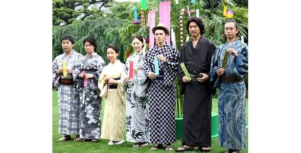 左から:岩尾望、中島知子、八千草薫、常盤貴子、林遣都、豊原功補、三城真一監督