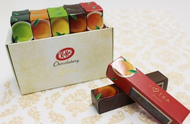 「キットカット ショコラトリー アイ ラブ ティー」(希望小売価格・税抜2300円)。おしゃれなパッケージに入り、ギフトにも最適!
