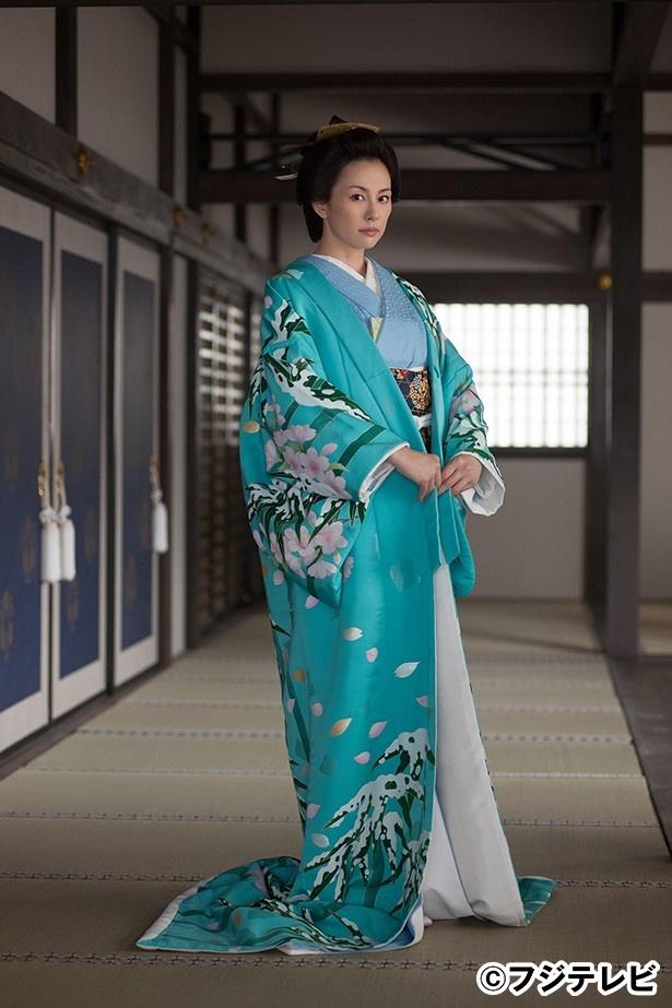 「かげろう絵図」に出演する米倉涼子が合同インタビューに登場、作品について答えた