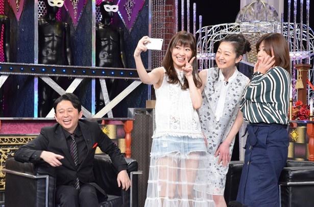 そういうワケで、遠山は、指原莉乃、大久保佳代子とかわいい自撮りにチャレンジ