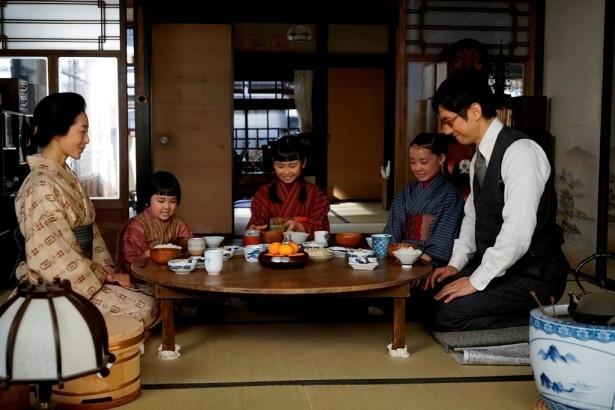 第一週では、父・竹蔵(西島秀俊)が一家を守っていた時代が描かれる