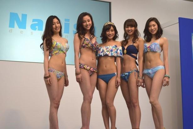 新作水着ショーに登場した砂田早紀、海老沼さくら、武田あやな、松元絵里花、島田七実(写真左から)