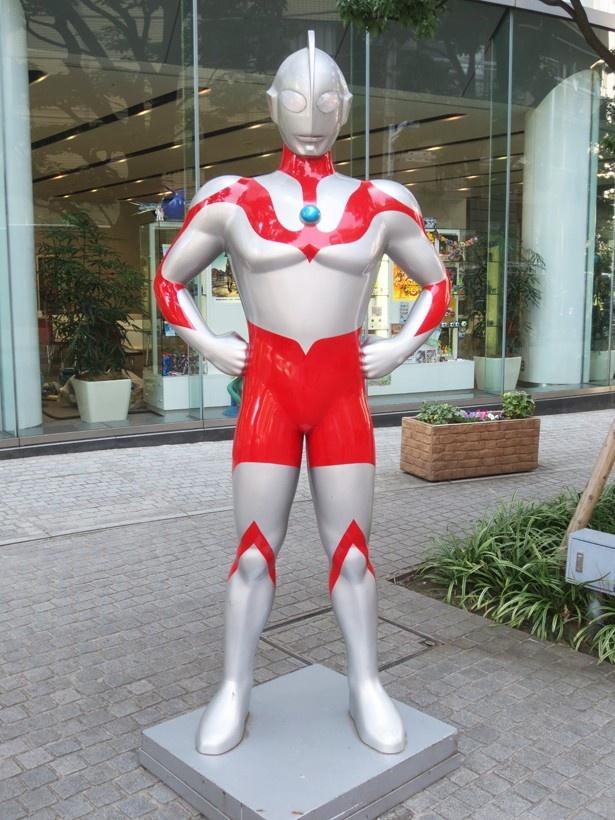 「バンダイ本社ビル」のキャラクターストリートには、今年60周年を迎えるウルトラマンも