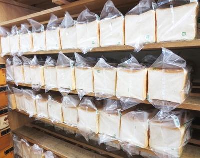 「ペリカン」の食パンは1斤380円~で全4種類