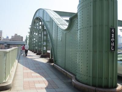 「隅田川」に架かる「うまやはし」など、レトロで味のある橋も見もの