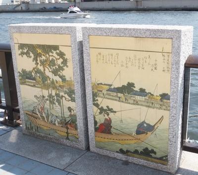 「隅田川」沿いの歩道には、ところどころに日本画が展示されており、街の歴史を解説している
