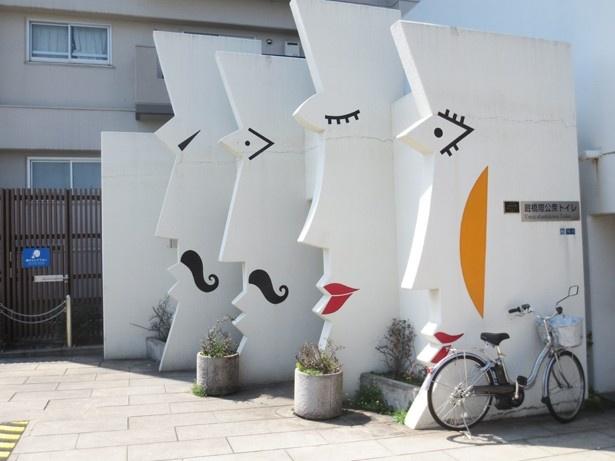 蔵前駅の近くにある、遊び心のある公衆トイレ
