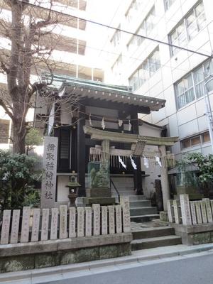 ビルとビルの間に、昔からの名残を感じる寺社が点在