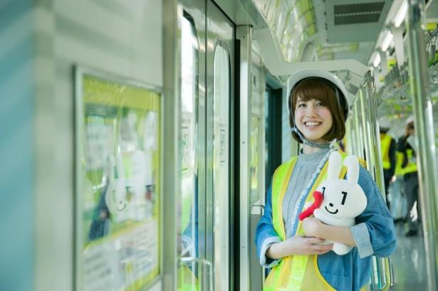 電車に乗ってポスターを読むだけで、楽しくマイナンバー制度を知ることができる
