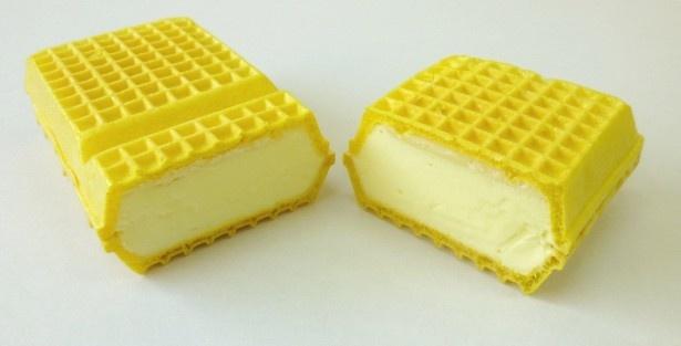 【写真を見る】栃木のご当地飲料「レモン牛乳」がアイスモナカに!サークルKとサンクスで「レモン牛乳モナカ」(128円)が発売