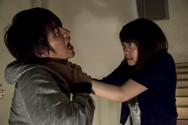 村井演じる大学生・レイジは、次々と裏切られストレスをためていく