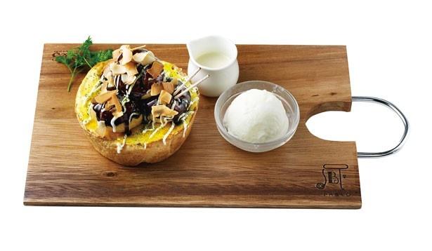 マスカルポーネハニーソースと塩ミルクアイスクリーム付きの「大阪・道頓堀限定 焼きたてミニチーズタルト たこ焼き」